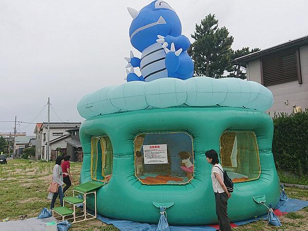 新潟県新潟市で開催された住宅メーカーのお祭りにレンタルしたふわふわ